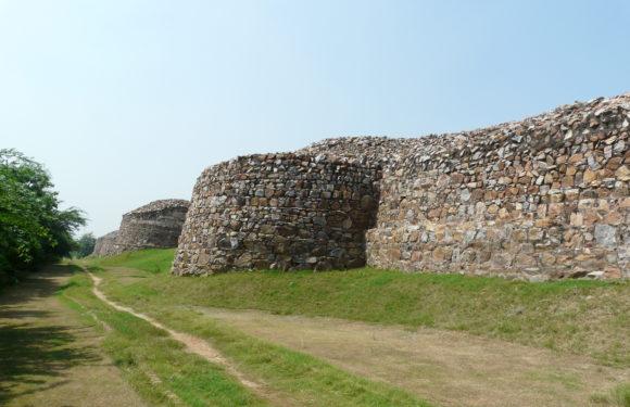 Rai Pithora Fort or Qila Rai Pithora, Delhi