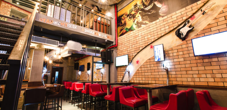 Tap-Your-Beer Gastropub That Serves 16 Varieties Of Chicken Wings – Welcome To Smoke On Water