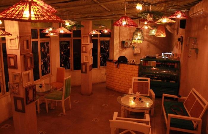 The Potbelly Rooftop Cafe kahajaun