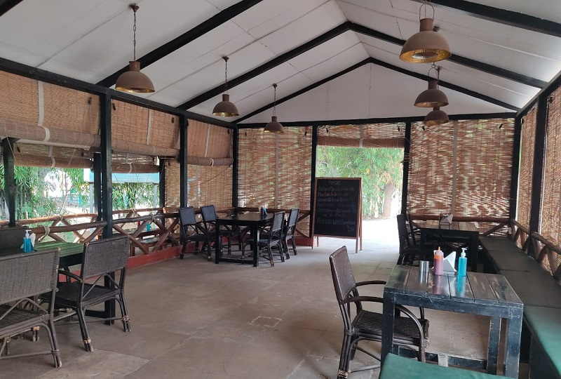 Roots - Cafe in the Park Gurgaon ambiance